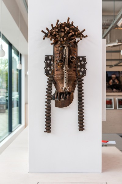Gonçalo Mabunda, Untitled (Mask), 2013, Decommissioned welded arms, 66 x 36 x 12cm, Unique, Collection of Midge Palley. Photo: Joe Plommer