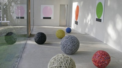 David Batchelor, Concretos, installation view, courtesy of Artist and New Art Centre