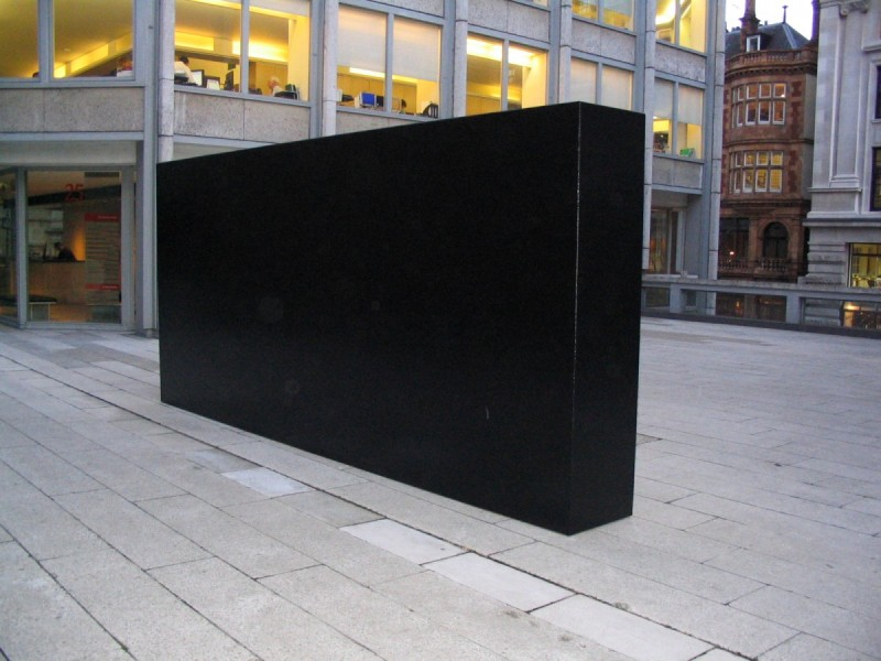 Tony Smith, Wall 1964, The Economist Plaza, 2004, courtesy Timothy Taylor Gallery, London. Photo Contemporary Art Society