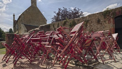 Phyllida Barlow, Installation view, Phyllida Barlow. GIG, Hauser & Wirth Somerset, 2014 © Phyllida Barlow. Courtesy the artist and Hauser & Wirth. Photo: Alex Delfanne