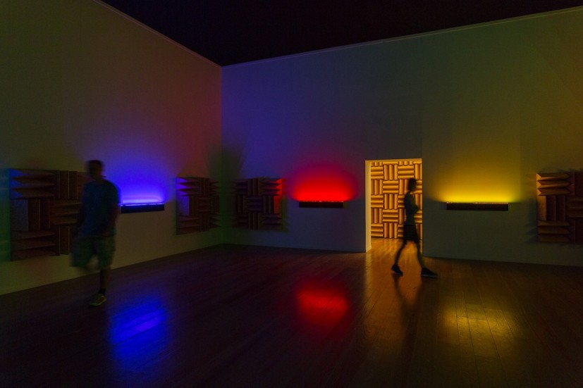 Haroon Mirza, A Chamber for Horwitz; Sonakinatography Transcriptions in Surround Sound, 2015, based on works by Channa Horwitz. Installation view Museum Tinguely, Basel © 2015 Museum Tinguely, Basel; Photo: Bettina Matthiessen