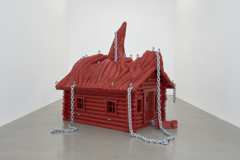 Jordan Wolfson, House with face, 2017. Urethane resin, stainless steel armature, stainless steel, hardware, polyurethane paint, chain.222.7 x 182.9 x 224.4 cm in edition of 3 + a/p. Copyright the artist, courtesy Sadie Coles HQ, London. Photography: Robert Glowacki