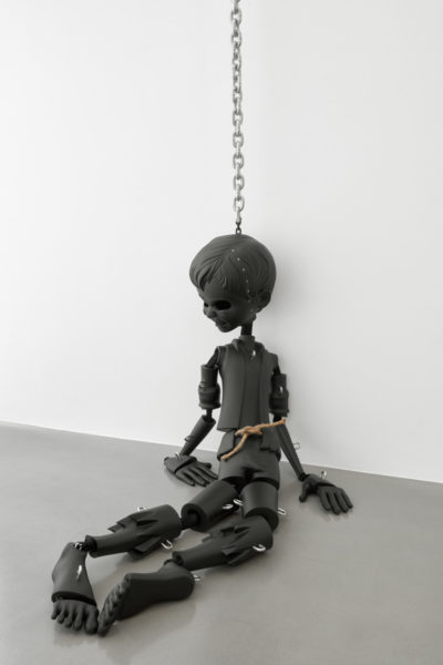 Jordan Wolfson, Black sculpture, 2017. Semi-flexible black urethane, stainless steel hardware, nylon mesh, chain. 213.4 x 61 x 45.7 cm, edition of 3 + a/p. Copyright the artist, courtesy Sadie Coles HQ, London. Photography: Robert Glowacki