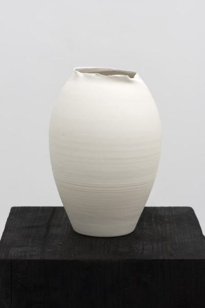 Grace Schwindt, The Tiffany Vase 1, 2014. Wood, acryl paint and porcelain, 137 x 26 x 26 cm. Image courtesy the artist.