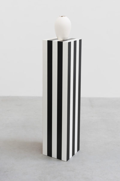 Grace Schwindt, The Tiffany Vase 4, 2014. Wood, acryl paint and porcelain, 137 x 26 x 26 cm. Image courtesy the artist.