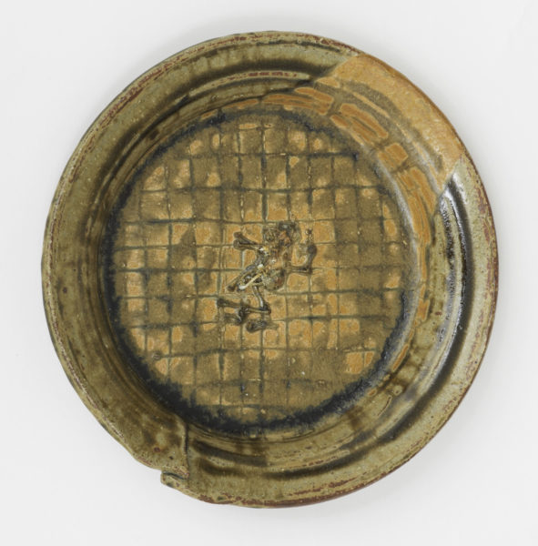 Aaron Angell, Platter, 2017. Reduced stoneware with ash glaze and dead frog residue. Courtesy of Rob Tufnell.