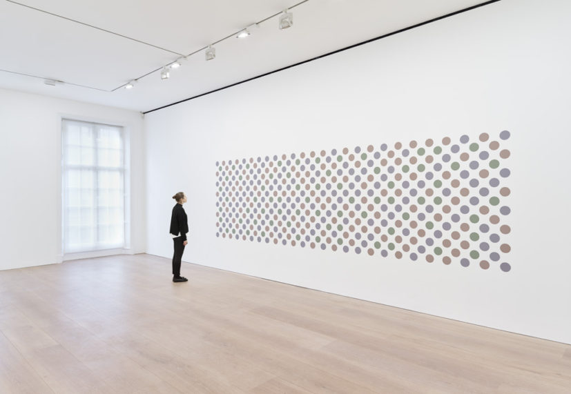 Bridget Riley, Cosmos 2, 2017. Graphite and acrylic on plaster wall, 165 x 561 cm. © Bridget Riley 2017, all rights reserved. Courtesy David Zwirner, New York/London