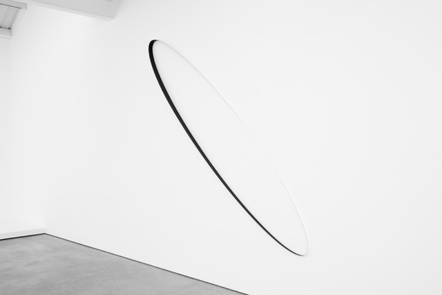 Otto Boll, Untitled, 2015, steel, paint, 300 x 60 x 6.5 cm, 118 1/8 x 23 5/8 x 2 1/2 ins. Photo: Robert Glowacki. © Otto Boll. Courtesy Axel Vervoordt Gallery, Belgium & Stuart Shave/Modern Art, London