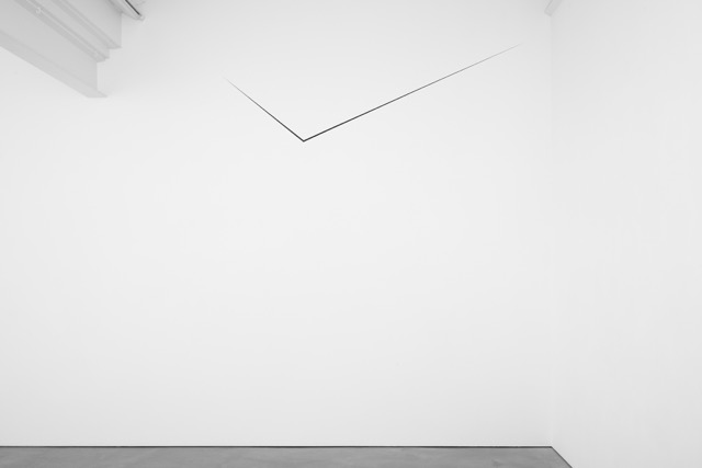 Otto Boll, Untitled, 1980, aluminium, steel, paint, 60 x 150 x 150 cm, 23 5/8 x 59 1/8 x 59 1/8 ins. Photo: Robert Glowacki. © Otto Boll. Courtesy Axel Vervoordt Gallery, Belgium & Stuart Shave/Modern Art, London
